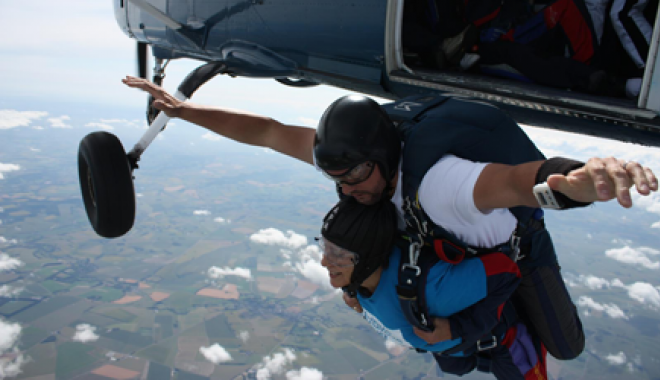 Lorna Humpreys skydiving